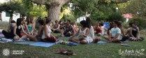 Clase de yoga acrobático